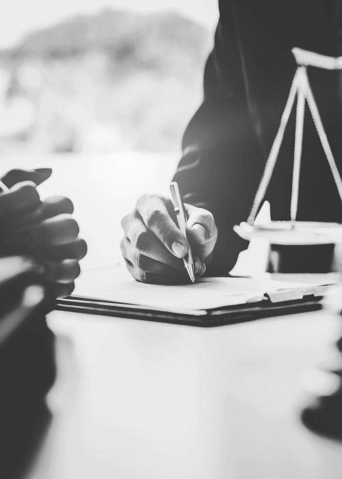 Syndicus met juridische kennis en advocaat gebouwenbeheer